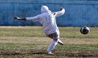 بازیکن ملوان با لباسی عجیب پا به توپ شد!