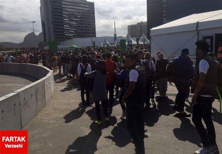 صف طولانی برای ورود خبرنگاران به مرکز رسانهای + عکس