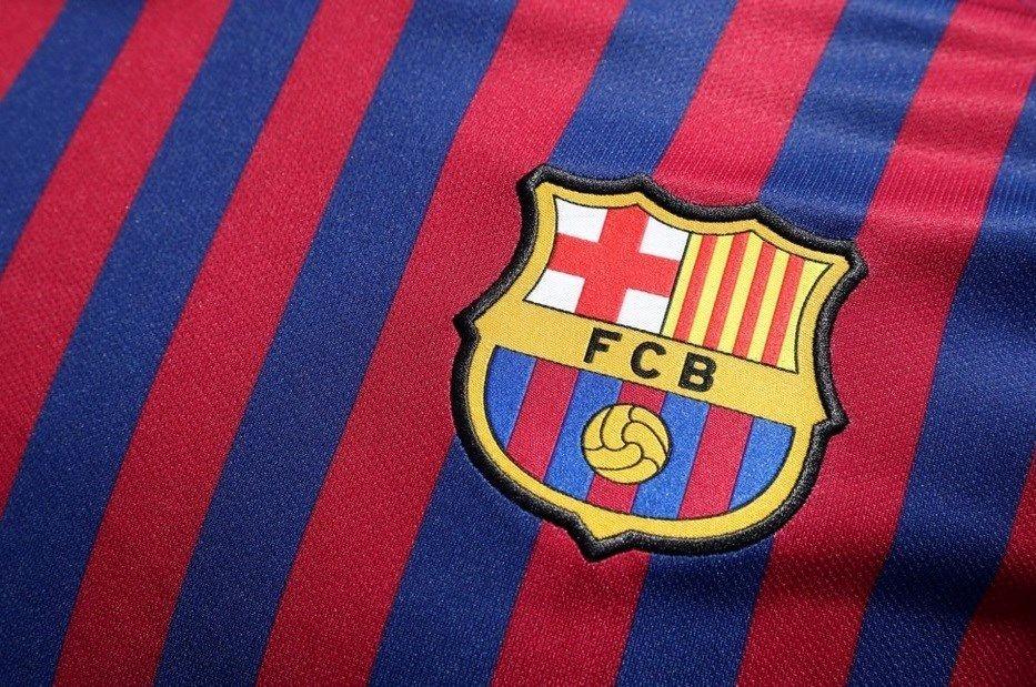 ادای احترام بارسلونا به قربانیان کرونا