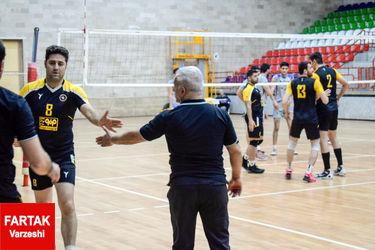 دیدار تیمهای بانک گردشگری کرمانشاه با سایپا اصفهان در لیک دسته یک والیبال کشور