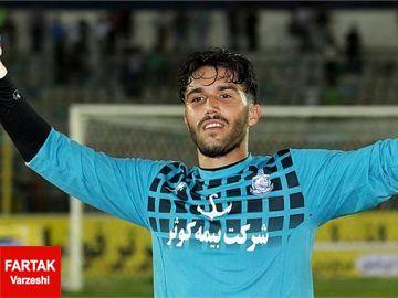 منصوریان: این پسر مثل شیر از دروازه استقلال حفاظت میکند
