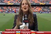 حادثه عجیب برای گزارشگر بازی والنسیا و آرسنال!+فیلم