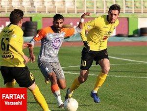 رونمایی از پیراهن تیم سپاهان در بازی مقابل فولاد
