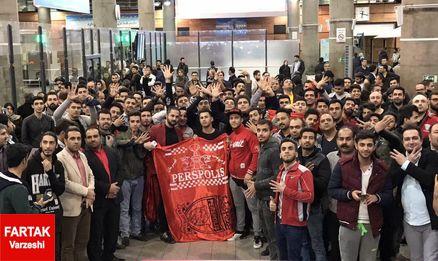 عصبانیت هواداران پرسپولیس در فرودگاه؛ فتاحی برو از فوتبال!