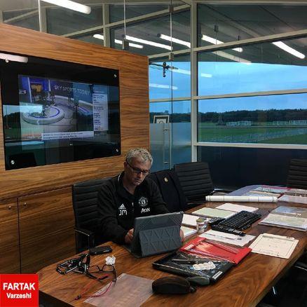 جناب مورینیو در دفتر کارش!